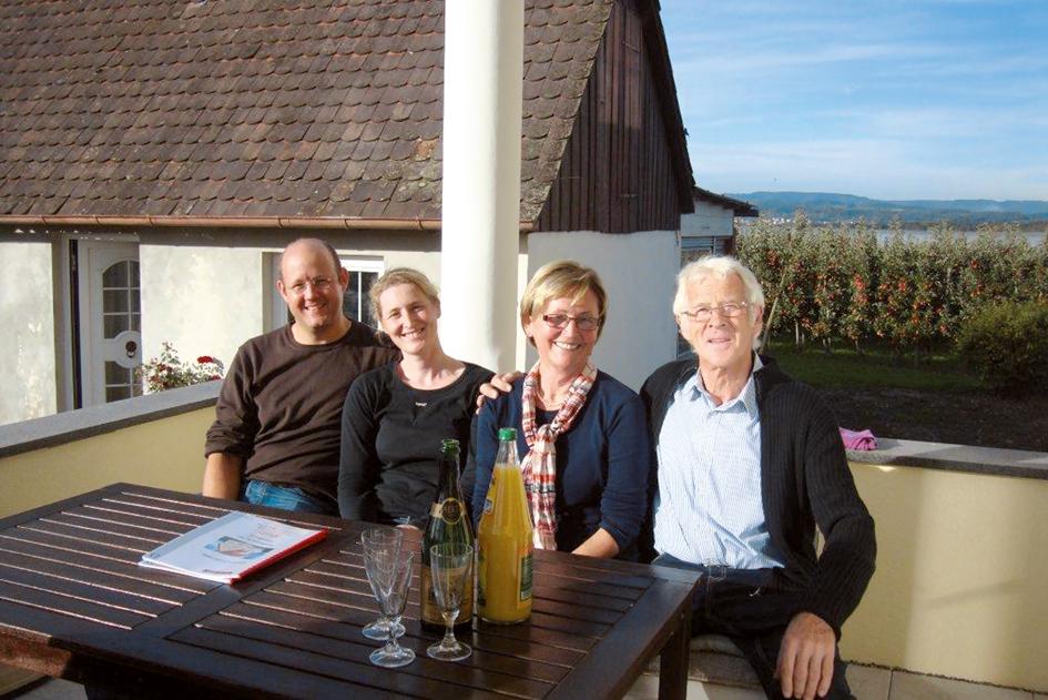 OPTA Haus Daniel und Isabel Heinz mit Eltern Helga und Hans-Jörg Meisohle